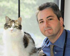 Le Dr David Dosa et Oscar le chat médium