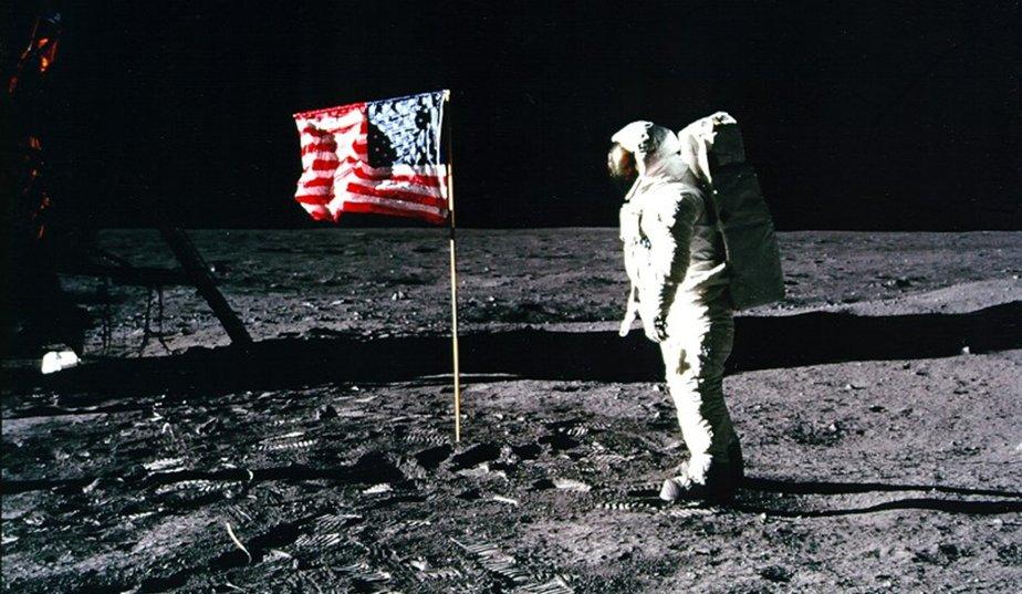 Neil-Armstrong.-Une-etoile-sur-la-lune-14_galleryphoto_paysage_std